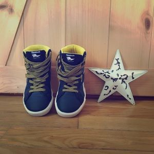 Reebok High Top size 2 1/2 Youth ⭐️ New⭐️